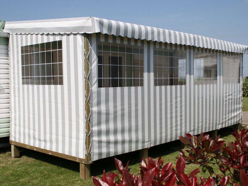 La terrasse de mobil home couverte par ATERIA® Terrasse