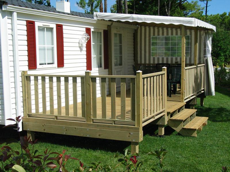 La terrasse de mobil home semi couverte par ATERIA® Terrasse